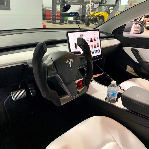 Tesla Model 3 Roadster steering wheel 5