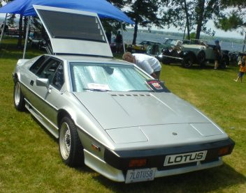 '85_Lotus_Esprit_Turbo_(Ottawa_British_Auto_Show_'10)