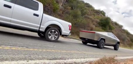 Tesla Cybertruck vs Ford F150 3