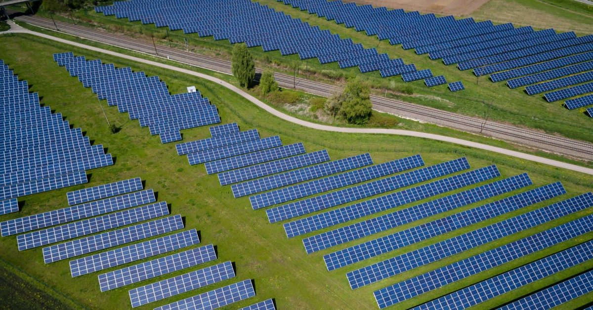 EGEB: Solar, now cheaper than coal, will be 'king' of electricity - Electrek