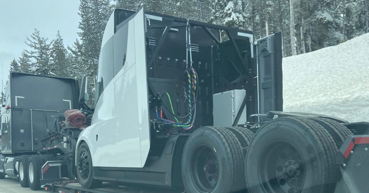 Tesla produces another new Tesla Semi electric truck - Electrek