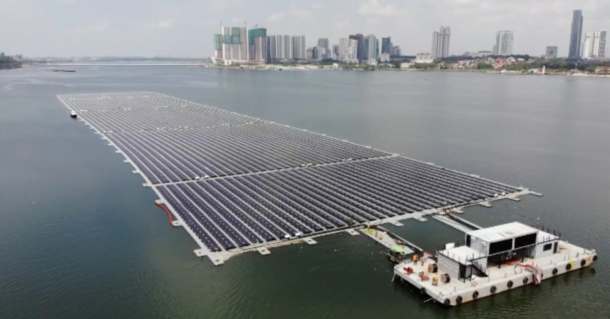 Singapore completes one of the first floating solar farms in the sea - Electrek