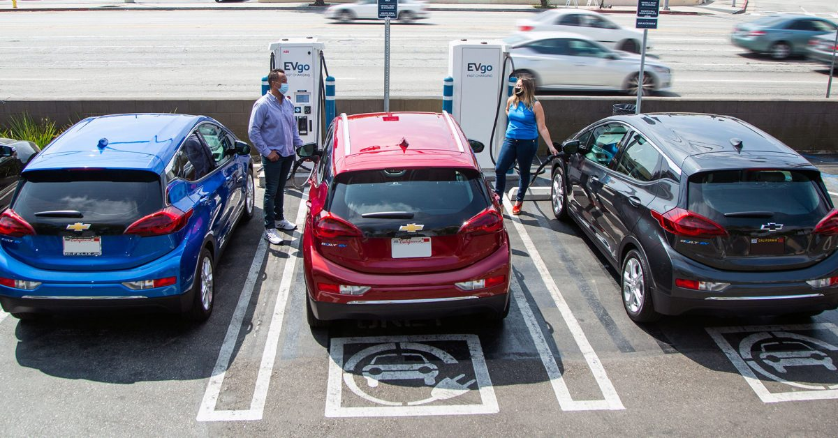 GM launches new partnership to have ~60,000 public chargers from 7 networks on the same app in US & Canada thumbnail
