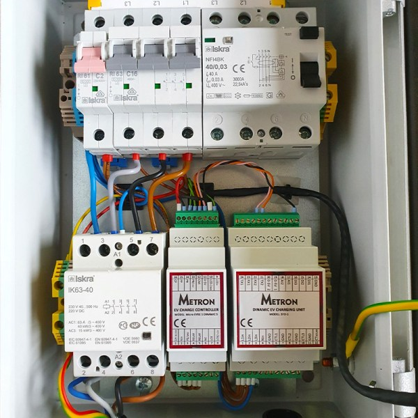 Borne de recharge VE avec câble (jusqu'à 11kW)
