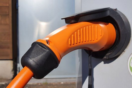 bornes voitures electriques sur mesure - Electric vehicle mobile chargers, charging stations and charging cables