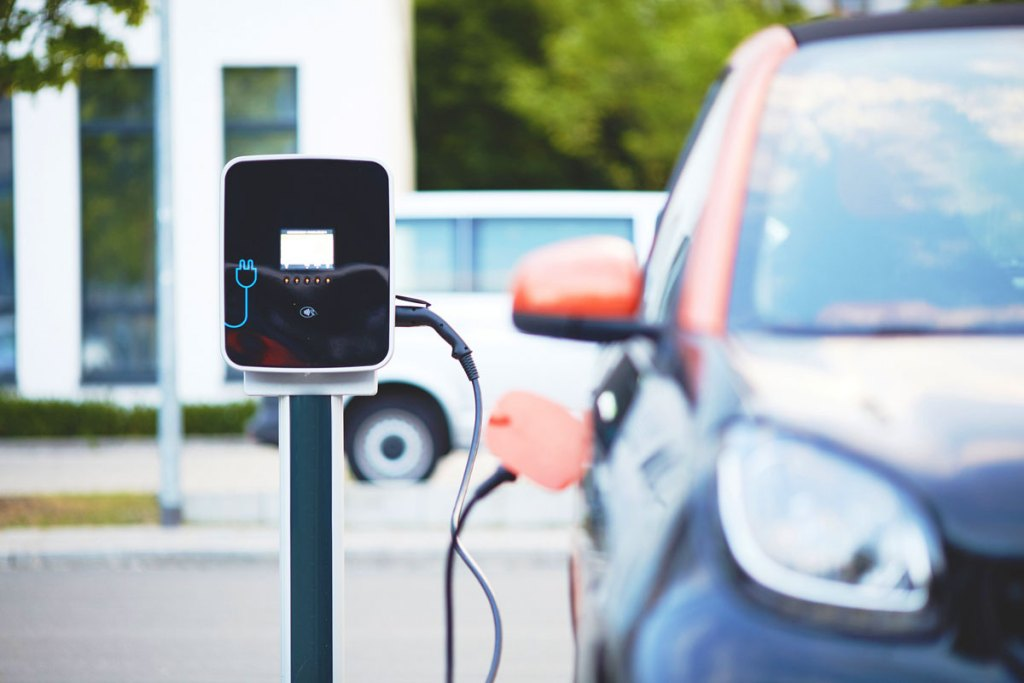 charging electric cars 1 - Hybrid and electric cars