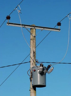 Power distribution configurations with three 3ph power lines
