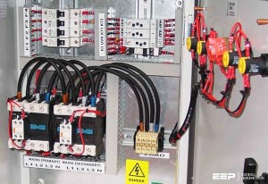 Should transfer switch be equipped with contactors or circuit breakers?