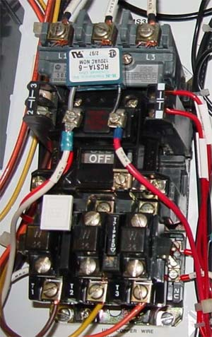 How contactor controls an electric motor?