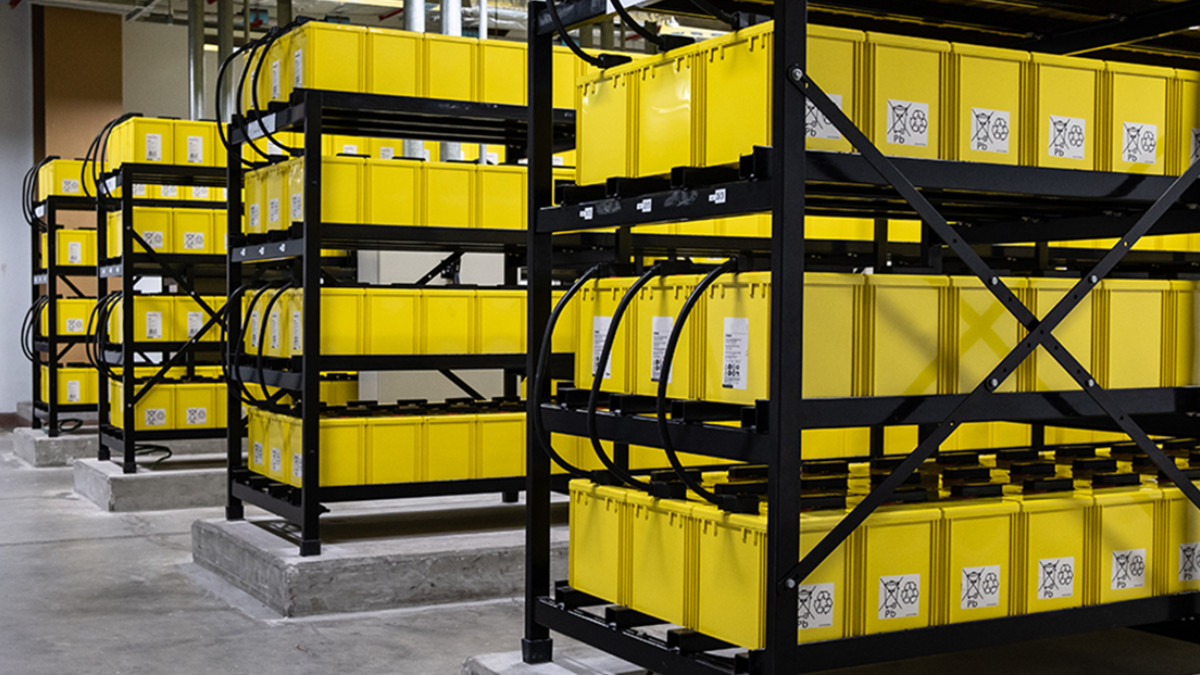 Batteries in a data centre UPS application