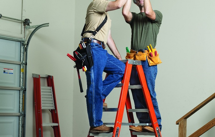 electricians repairing air condition