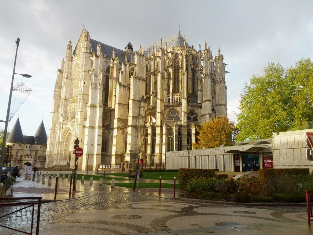 beauvais-magnificent-cathedral-dominates-the-town