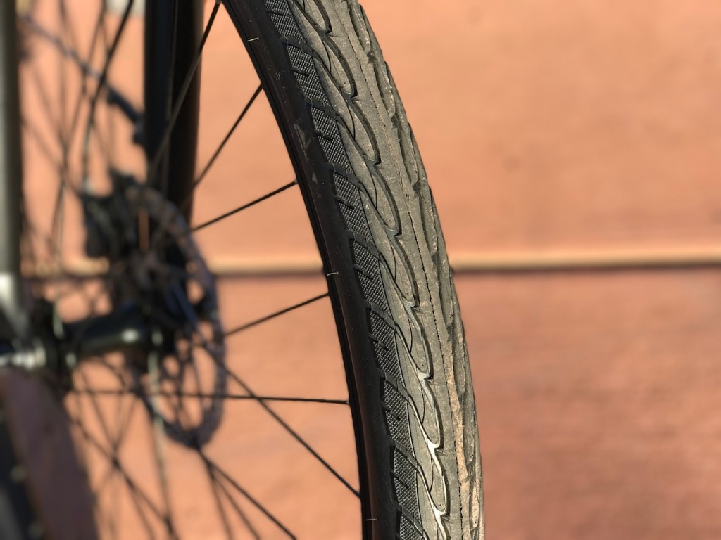 izip-e3-dash-electric-bike-tire