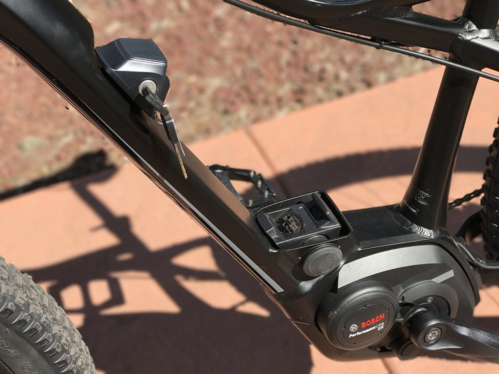 izip-e3-peak-electric-mountain-bike-battery-frame-mount