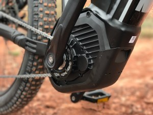izip-e3-peak-electric-mountain-bike-bosch-motor-skidplate