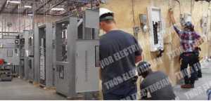 在被烧毁的低压板上熄灭的火造成停电, 发生在变电站。