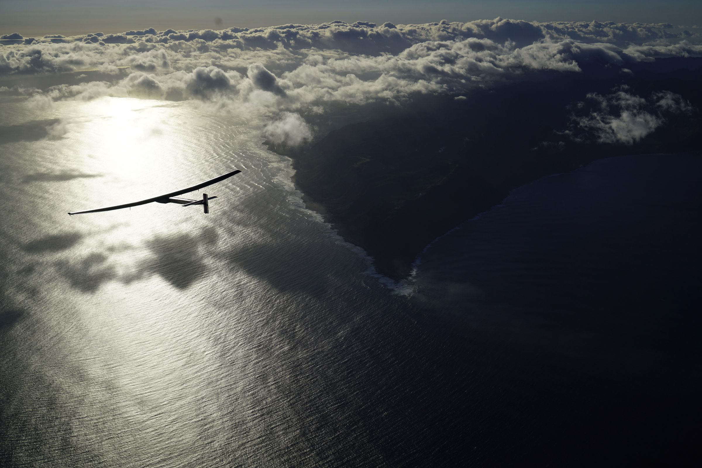 Stunning photos of the solar-powered plane that just flew across the Pacific   Re/code