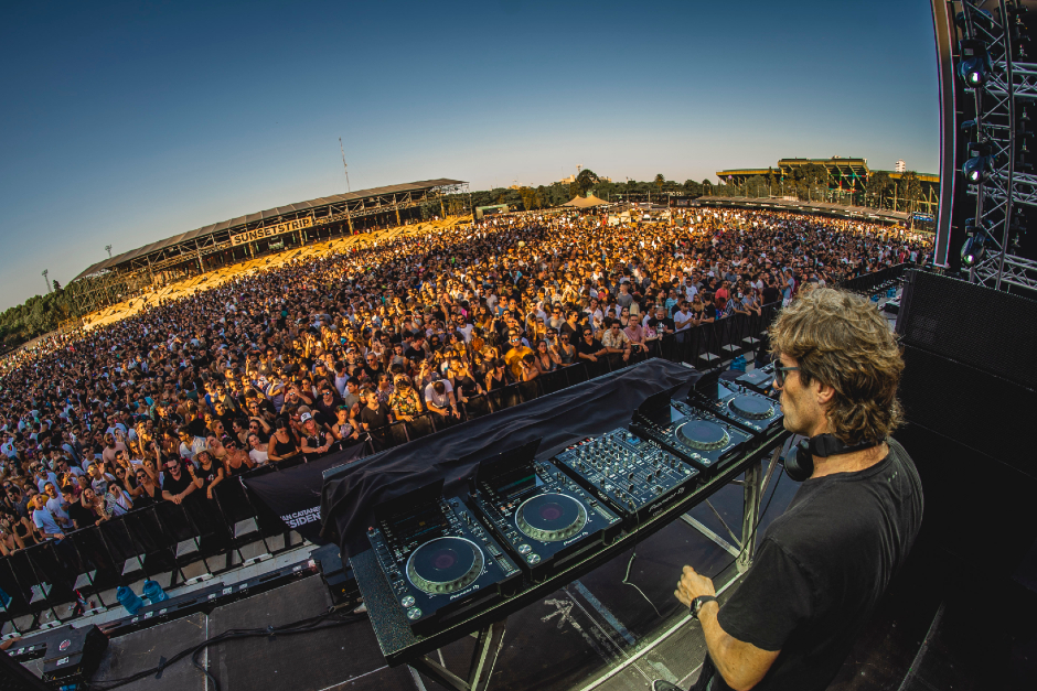 Hernan Cattaneo: The Sun & The Moon Shine Over A New 'Sunsetstrip '