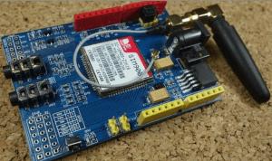 يُظهر شريحة SIM900 GSM GPRS