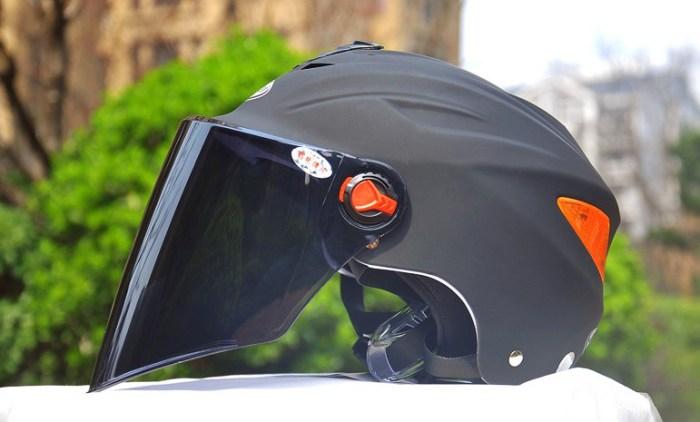 купить Велошлем с пристегивающимся визором