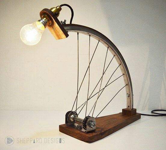 Велосипед и интерьер настольная лампа