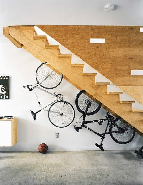 велосипед дизайн интерьера хранение велосипеда под лестницей