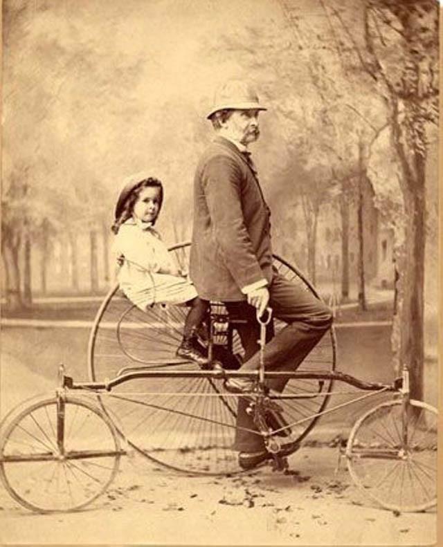 трехколесный старинный велосипед