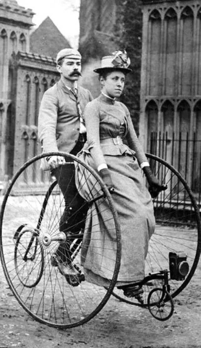 ретро трехколесный велосипед тандем