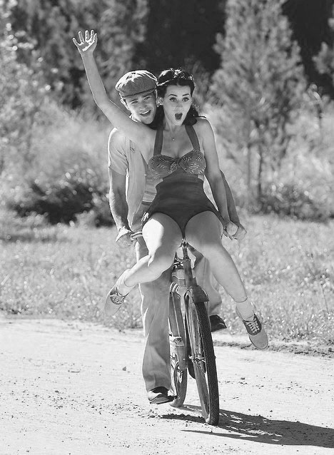 Девушка и велосипед. XIX-XX вв. Выпуск №1