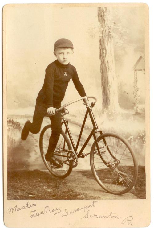 старинный подрастковый велосипед история фотографии