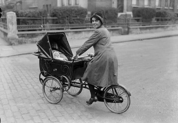 велосипед с детской коляской, 1926 год
