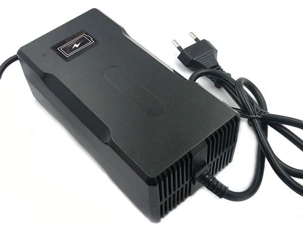 Зарядное устройство для электросамоката электровелосипеда эдектроскутера 42V 5A