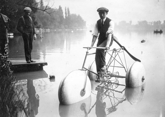 водный велосипед с поплавками