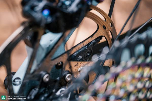 Тест подвески FOX E-Live Valve для горных электровелосипедов