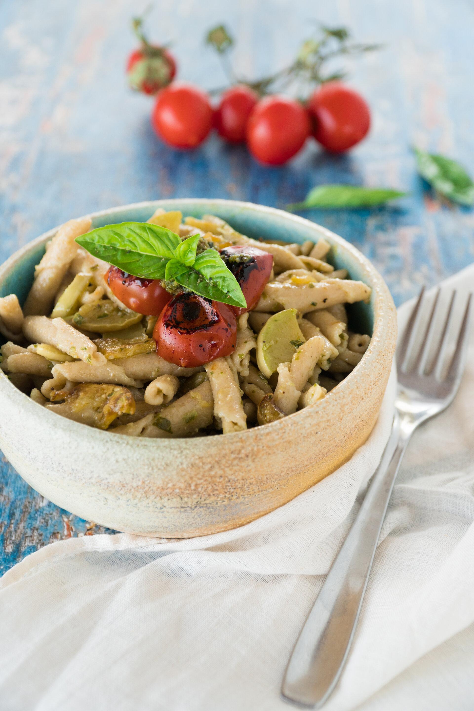 Pasta fresca con zucchine e pesto