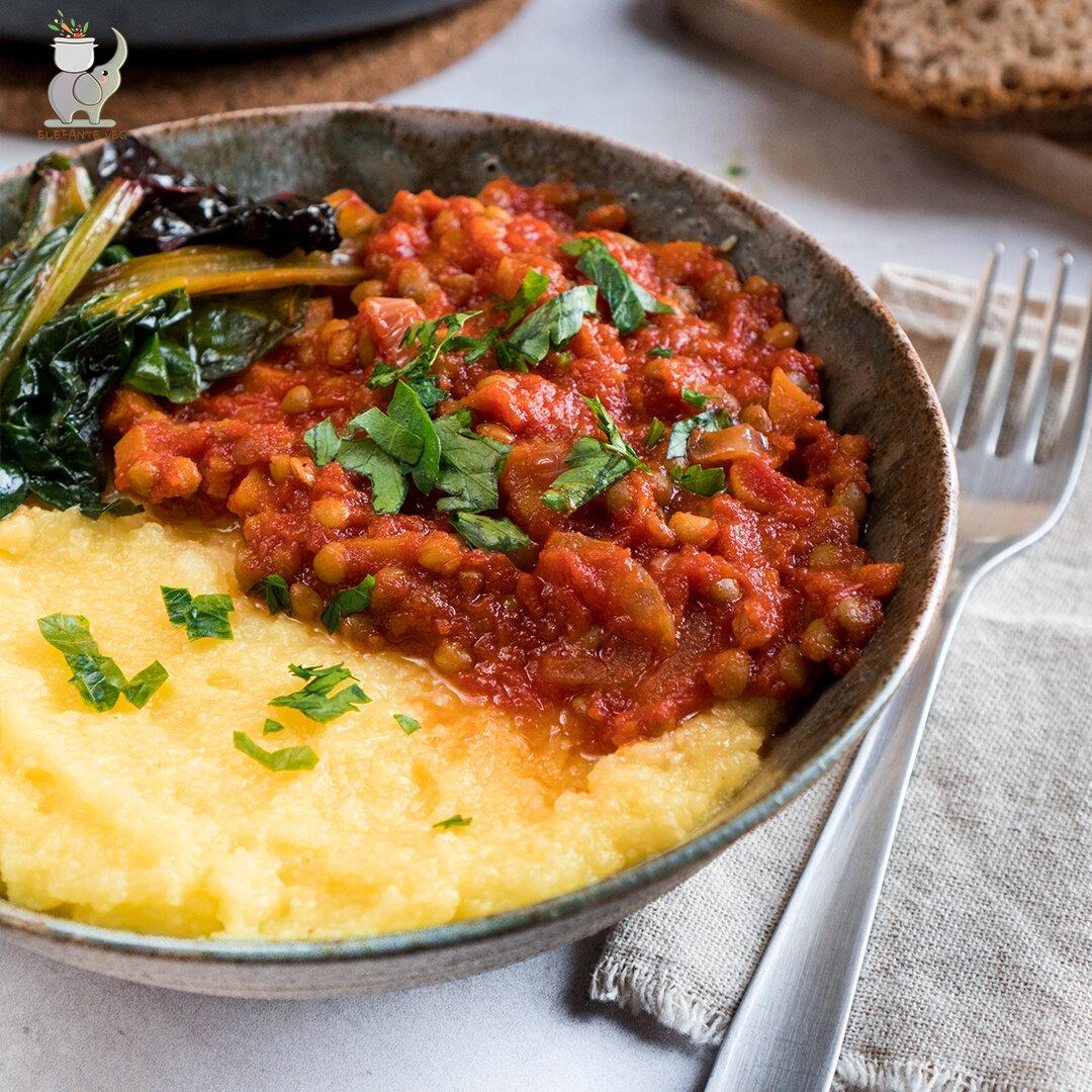 Polenta con ragù di lenticchie e bietole colorate