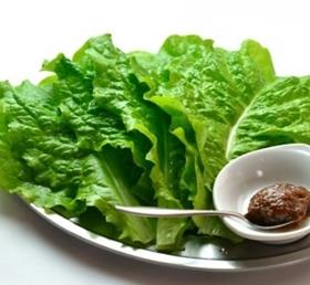 肉好きの森七菜が肉を食べるときに食べるサンチュ