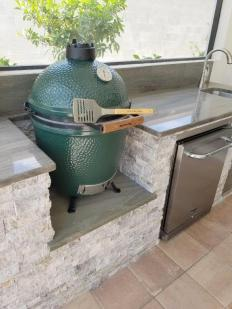 Outdoor Kitchen - Green Egg Built-In