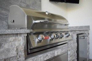 Closed Built-In Bull Brand Barbecue Grill - Elegant Outdoor Kitchens Custom Construction
