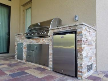 Traditional Outdoor Kitchen Design by Elegant Outdoor Kitchens of Fort Myers, Florida
