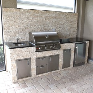 Elegant Outdoor Kitchen Estero Corkscrew Shores - Pulte Homes