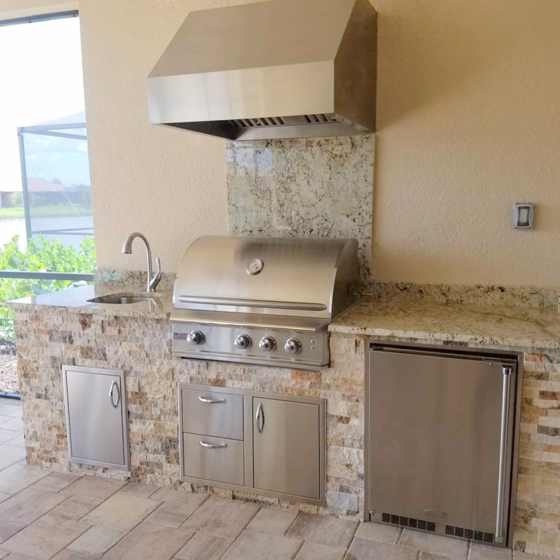 Outdoor kitchen with Cappadocia stacked stone and a level 2 Ice Blue granite