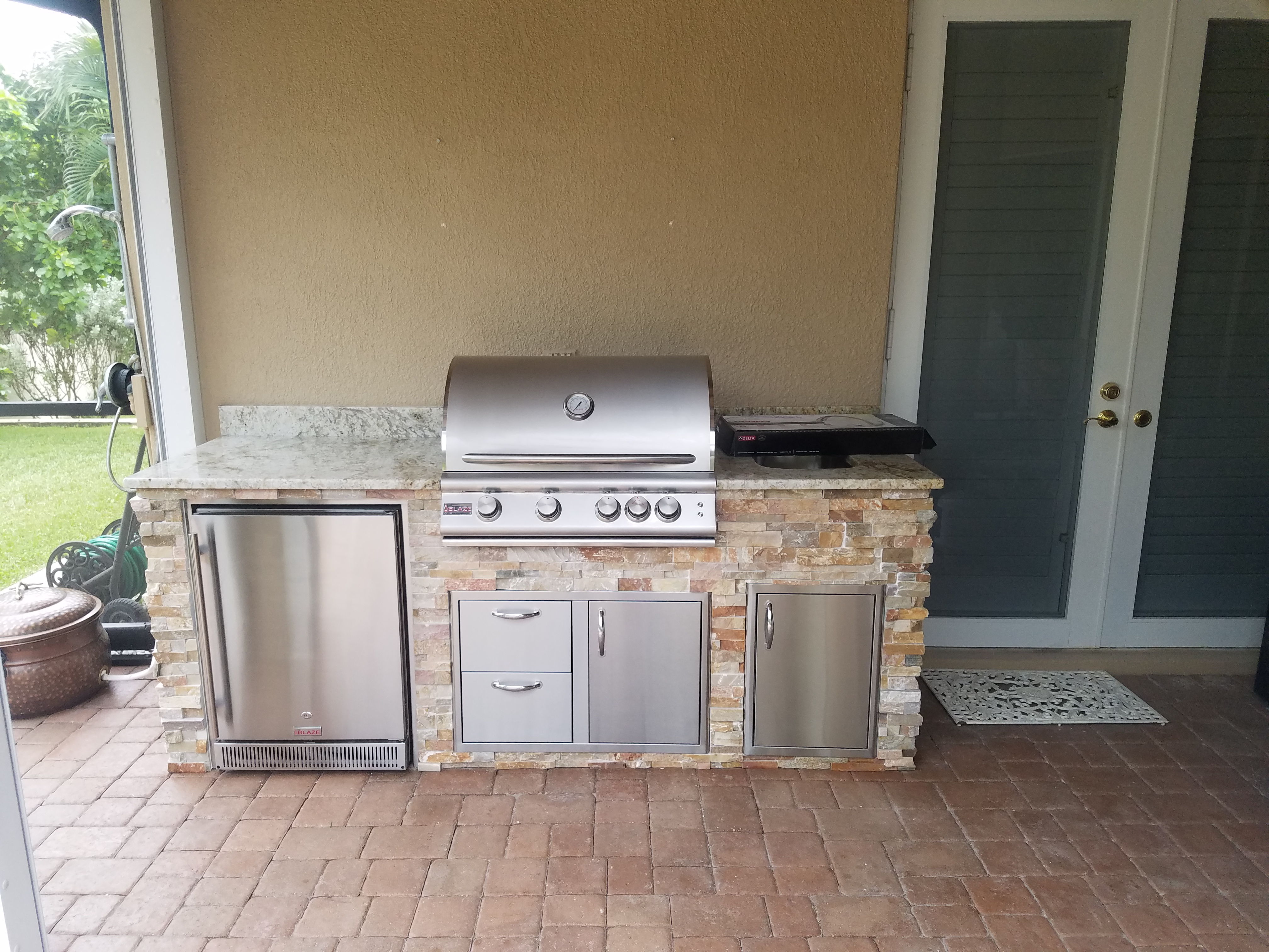 Outdoor Kitchen Countertop Barbecue - Iona/McGregor ...