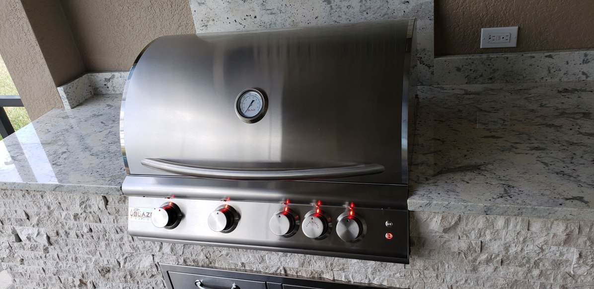 """Close-up of the Blaze Traditional Series 32"""" 4 – burner grill"""