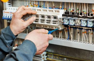 elektricien Groningen stoppenkast van dekken elektrotechniek