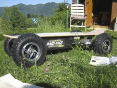 Auspackzeremonie 64-Zoll-Reifen auf sportlichen Alufelgen, damit könnte ich ja schon fast aufs GTI-Treffen fahren. ;-)