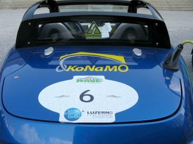 Elektroauto-Sticker in der Heckscheibe auf der Wave 2013 (Die größte Elektroauto-Ralley der Welt: www.wavetrophy.com)