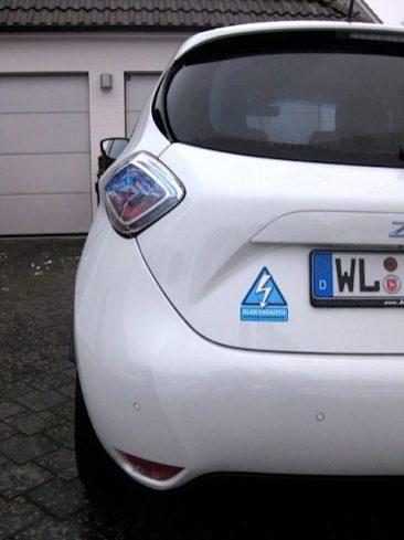 """Macht sich einfach gut - der blaue """"ansteckende"""" Sticker auf dem weißen ZOE. {:-)"""