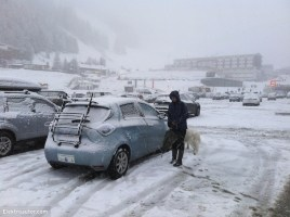 Starker Schneefall in der Axamer Lizum/Tirol. Die Eigenschaften auf Schnee (Traktion, ESP, ABS) sind absolut überzeugend und machen den ZOE zu einem sehr guten Winterauto.