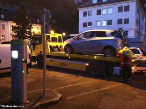 Zum Glück funktionierte die Abwicklung mit der Renault Assistance und dem Abschleppdienst problemlos.